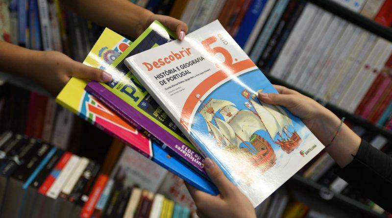 CÂMARA DE FAMALICÃO OFERECE MAIS MANUAIS ESCOLARES